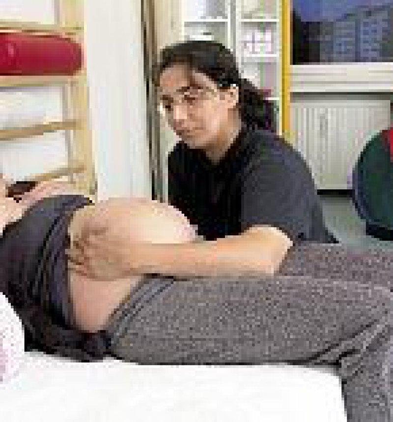 Wer im Geburtshaus entbindet, muss in der Regel zuzahlen. Foto: epd