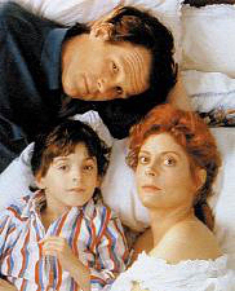 """Sogar Hollywood beschäftigte sich 1993 mit dem Thema """"Seltene Erkrankungen"""". Im Film """"Lorenzos Öl"""" suchen Eltern ein Mittel gegen die genetische Erkrankung ihres Sohnes. Ungewöhnliche Duplizität der Ereignisse: Kurz nach dem Filmstart im Januar entdeckten Forscher das verursachende ALD-Gen. Foto: Archiv"""