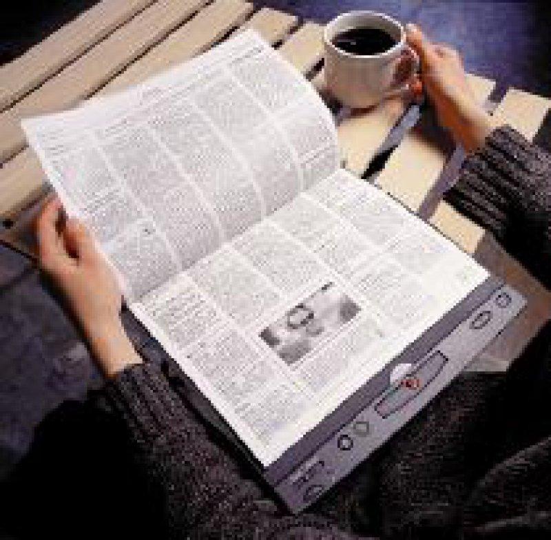 Die Zeitung auf elektronischem Papier. Foto: IBM