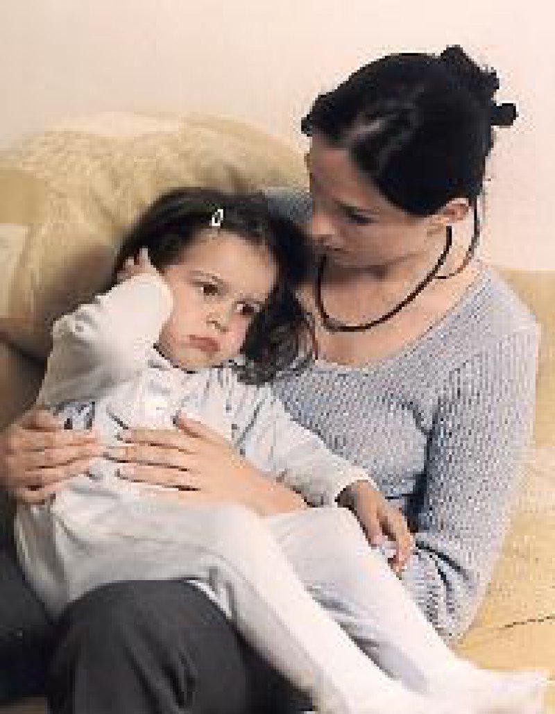 Bei Kindern ist die Schmerzdiagnostik in der Regel nicht so einfach wie bei diesem Mädchen mit Otitis media. Foto: Boots Healthcare