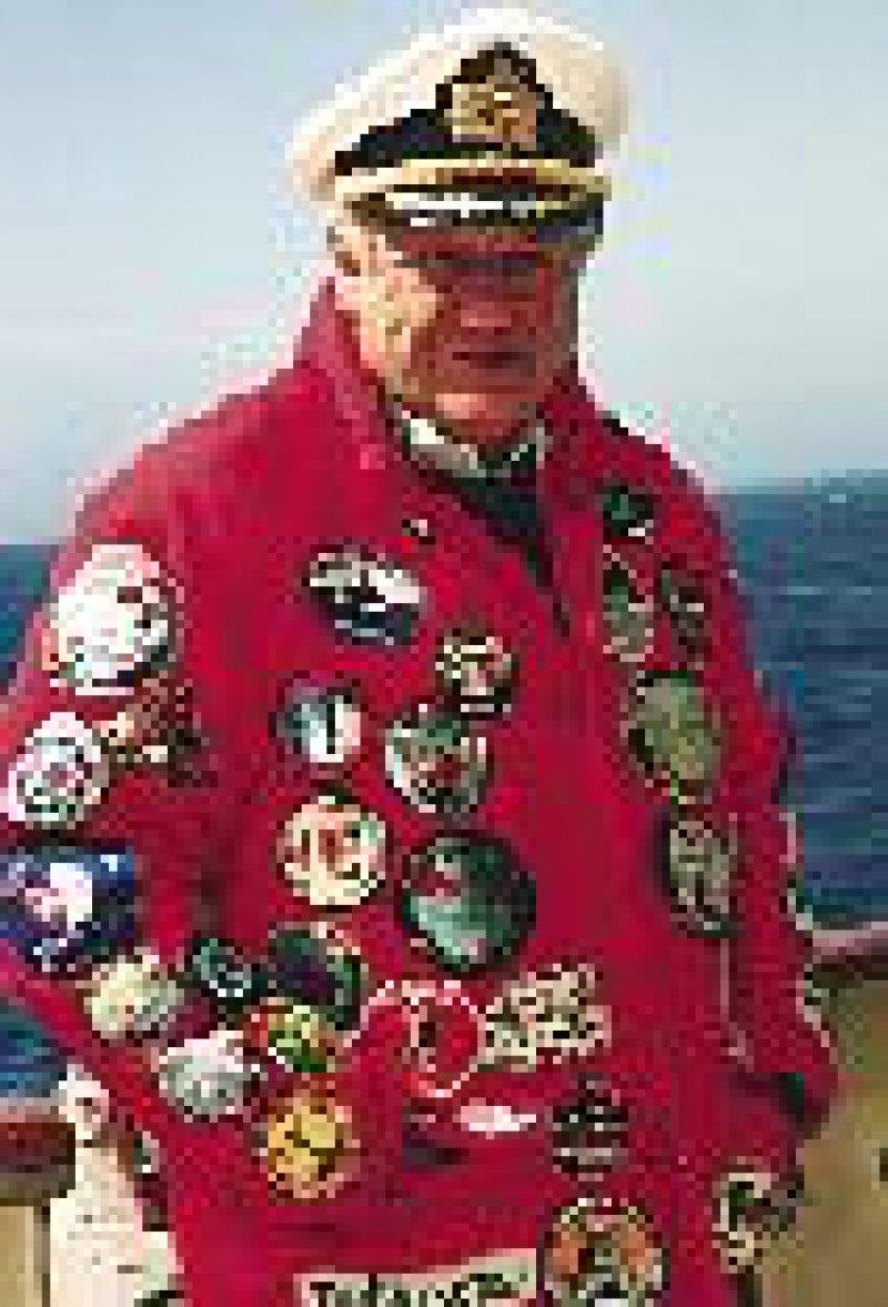 Heinz Aye, hoch dekorierter Kapitän, steuerte die MS Hanseatic souverän durch die Gewässer der Antarktis.