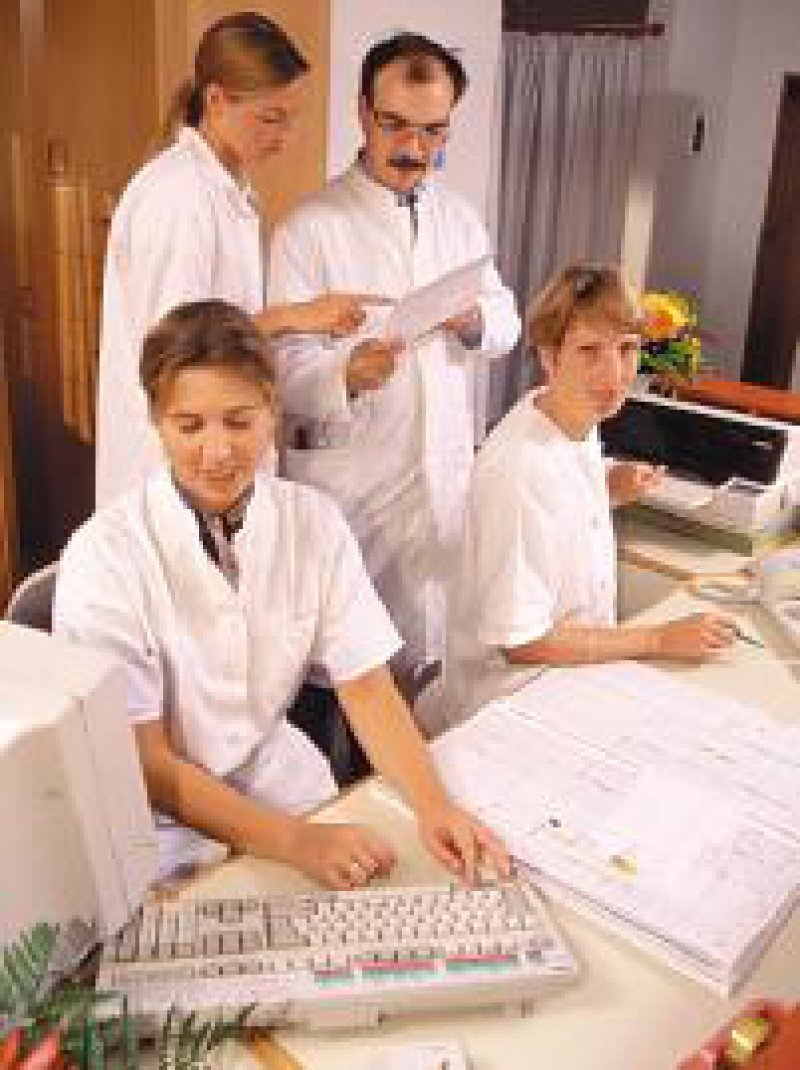 Betriebliche Altersvorsorge der Arzthelferinnen soll tariflich geregelt werden. Foto: E. Hahne