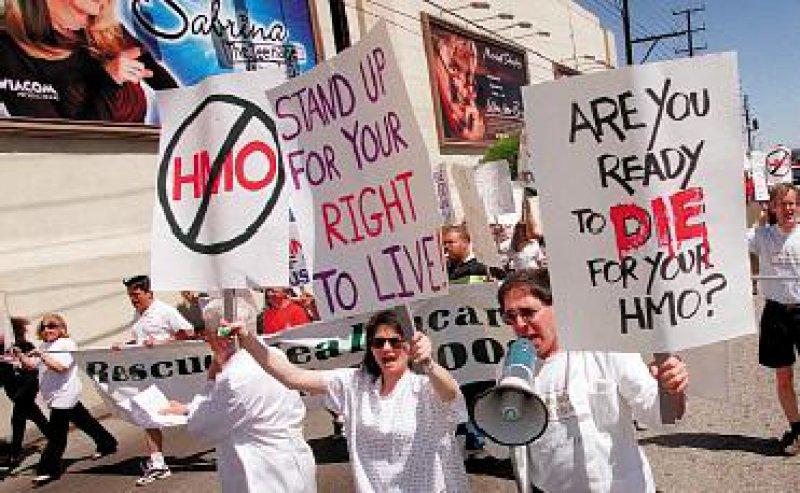 Im Rahmen landesweiter Aktionen protestierten im letzten Jahr in Los Angeles Ärzte, Pflegepersonal und Patienten gegen HMO-Willkür.