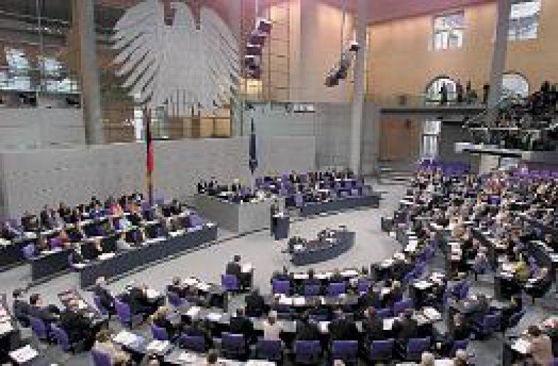 Gescheiterter Zeitplan: Frühestens im Februar 2002 tritt das Gesetz zum Arznei-Sparpaket in Kraft. Foto: ddp