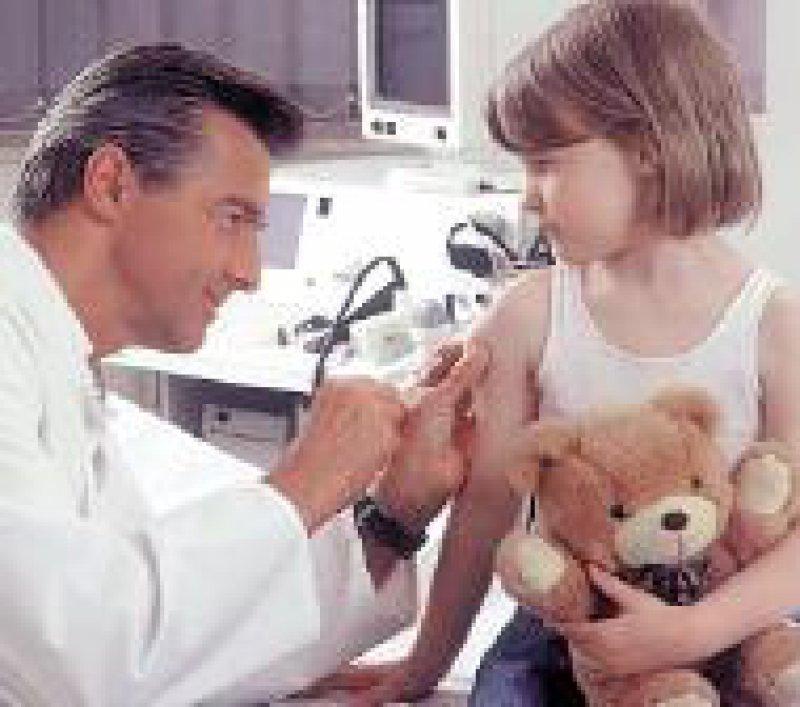 Kommt aus der Mode: Viele Eltern lassen ihre Kinder nicht mehr impfen. Foto: AOK