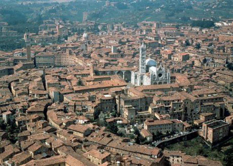 Siena, mittelalterliche Metropole in der Toskana