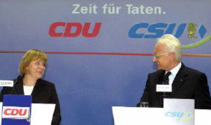 Angela Merkel und Kanzlerkandidat Edmund Stoiber stellten in Berlin das Wahlprogramm der Union vor. Foto: dpa