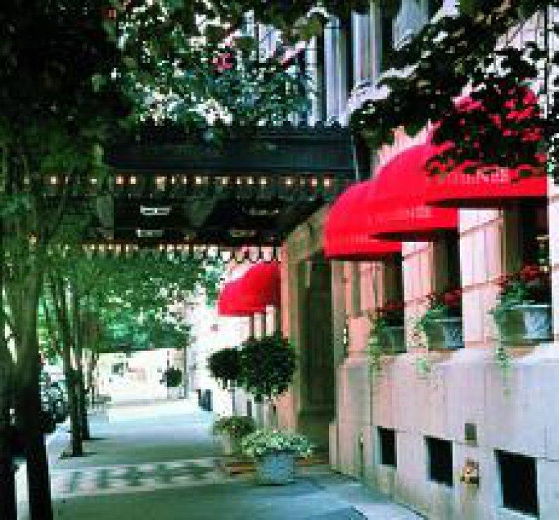 Hotel Plaza Athénée Foto: Renate V. Scheiper
