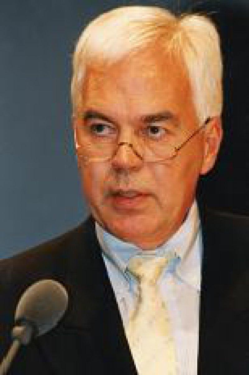 """Prof. Dr. Christoph Fuchs, Hauptgeschäftsführer der Bundesärztekammer: """"Der Haushaltsvoranschlag 2002/2003 ist das Ergebnis eines kräftigen Ringens."""""""