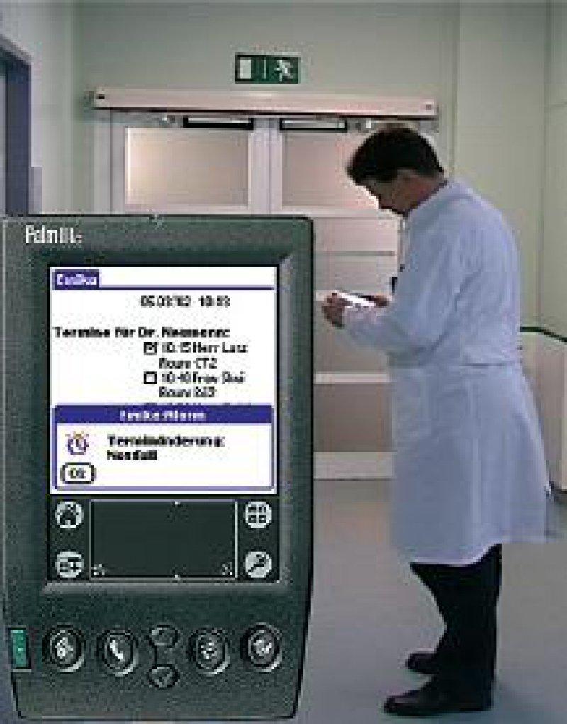 """Das mobile System """"EMIKA"""" unterstützt und koordiniert logistische Anforderungen, die während des Krankenhausaufenthalts von Patienten entstehen. Foto: Universität Freibug, IIG Telematik"""