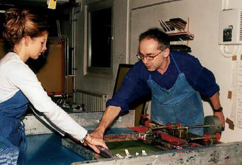 Siebdrucken – zwölf verschiedene Werkstätten werden den Schülern angeboten. Foto: Landheim Schondorf