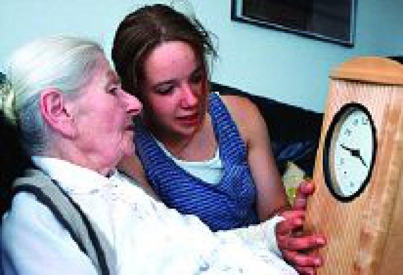 Pflegende Angehörige sind meist großen Belastungen ausgesetzt. Foto: epd