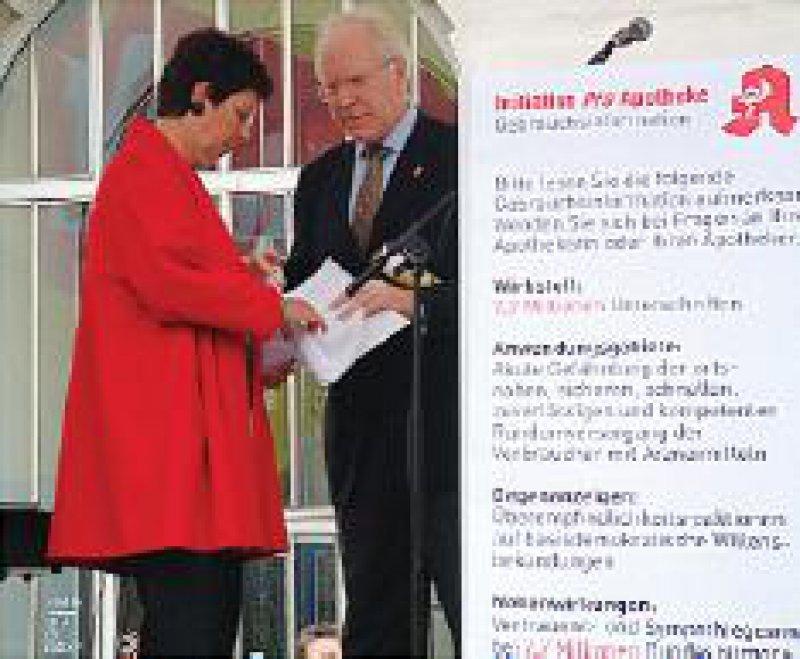 Wenig beeindruckt: Gudrun Schaich-Walch im Gespräch mit Hans-Günter Friese Foto: DAX-Fotodesign/ABDA