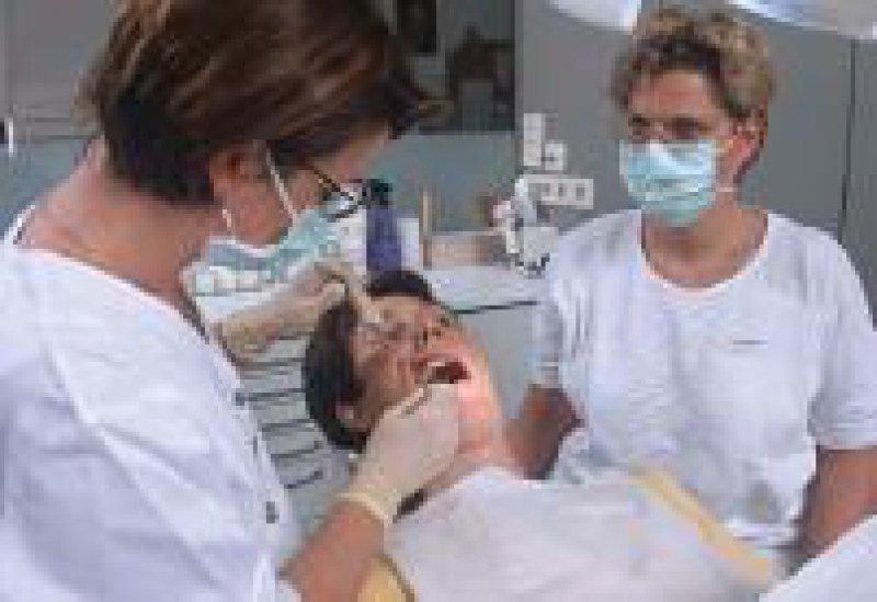 Gleiche Leistung, weniger Geld: Die Honorare der Zahnärzte sinken real. Foto:AOK-Mediendienst