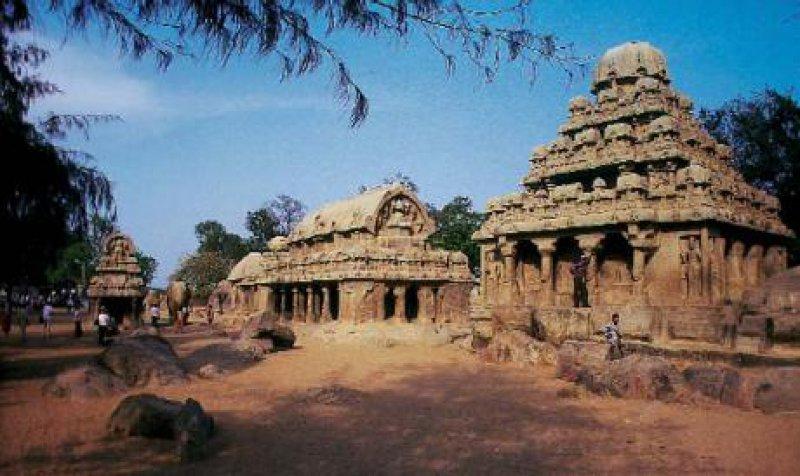 Die Tempel in Mahabalipuram, 60 Kilometer südlich von Chennai (Madras) gelegen, wurden vor 1 400 Jahren aus Granithügeln herausgemeißelt. Foto: Joachim Barmwoldt