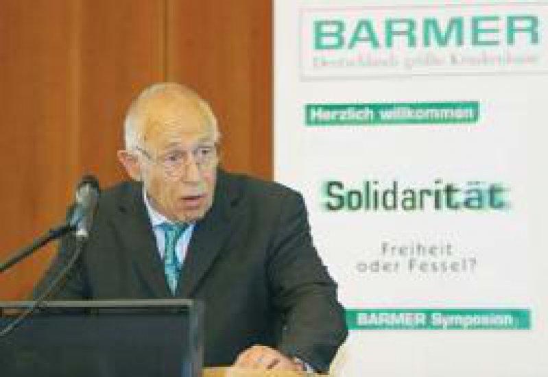 """Dr. Heiner Geißler MdB, ehemaliger CDU-Generalsekretär und Bundesgesundheitsminister a. D.: """"Die Würde des Menschen ist unantastbar – egal ob arm oder reich, gesund oder krank."""" Foto: Barmer"""