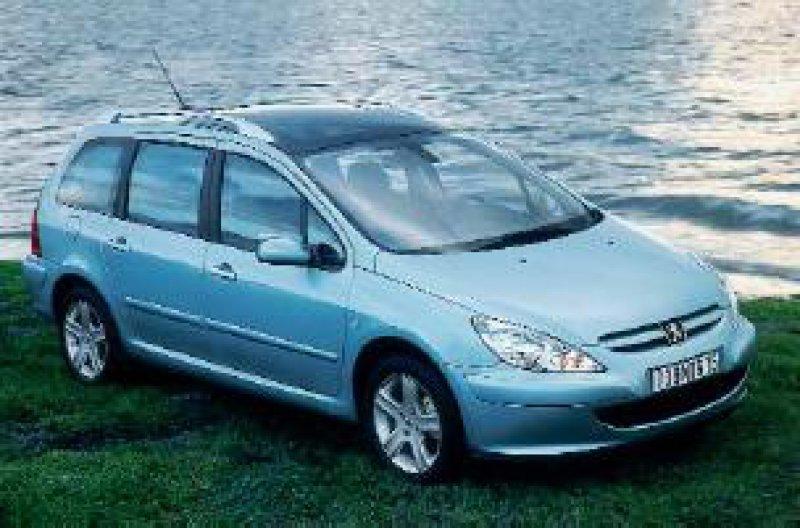 Ein familienfreundliches Fahrzeug mit variabler Innenraumgestaltung: Der Peugeot 307 SW bietet ein angenehmes Fahrgefühl – nicht zuletzt durch das großzügige Panoramadach. Fotos: Peugeot