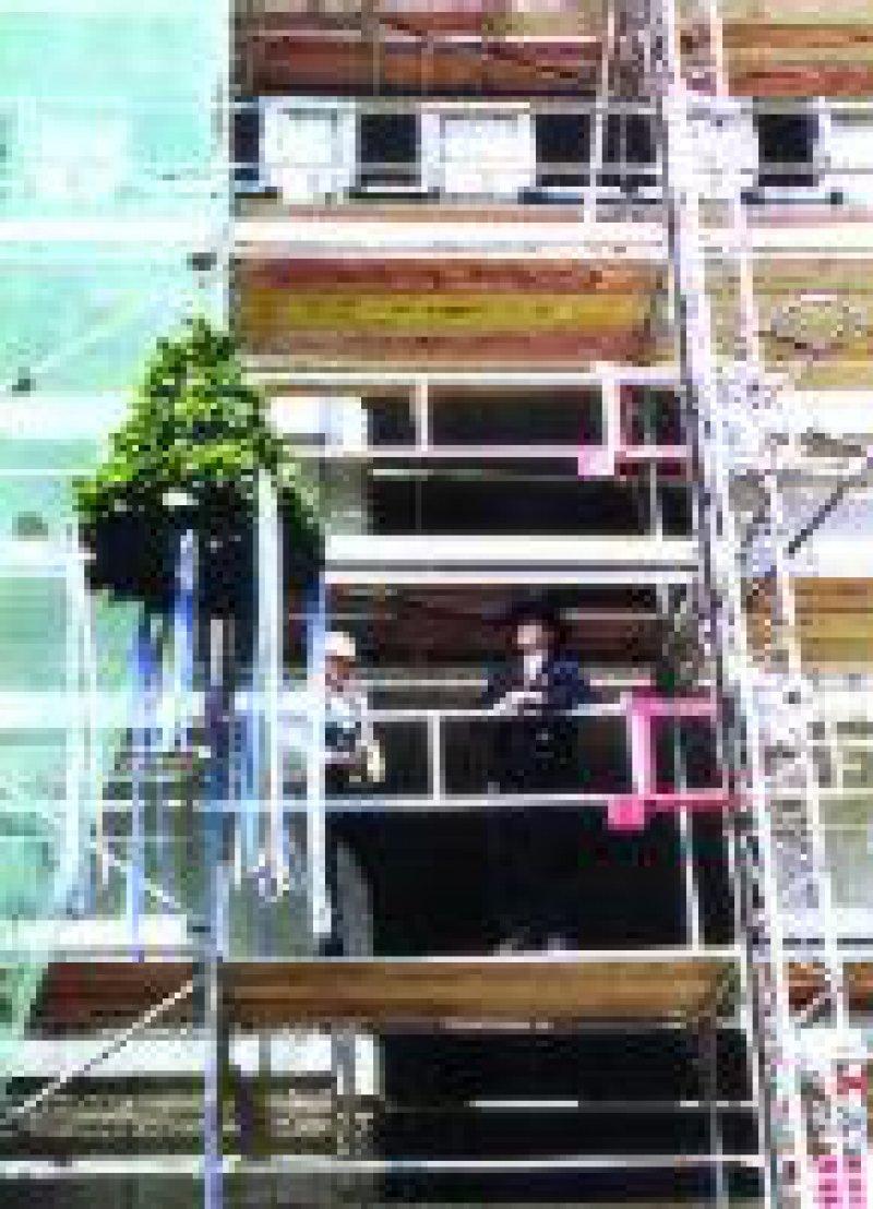 Im Frühjahr 2003 soll das Kammergebäude bezugsfertig sein. Foto: dpa
