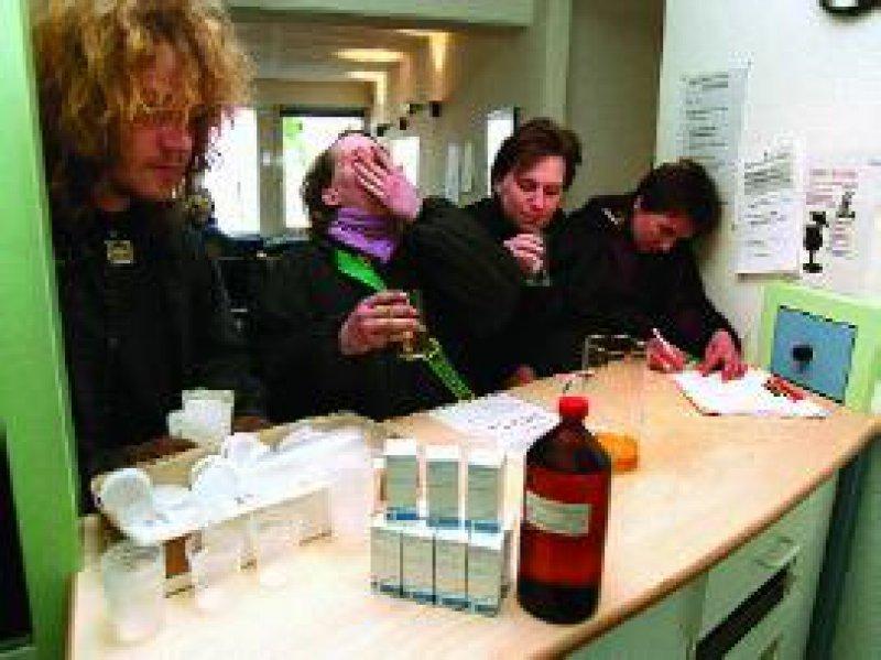 Bislang übernehmen die gesetzlichen Krankenkassen die Kosten der Methadon-Substitution nur bei Drogenabhängigen mit einer Begleiterkrankung. Foto: dpa