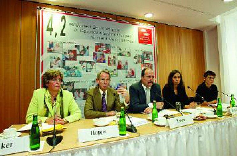 Die im Bündnis Gesundheit 2000 zusammengeschlossenen Verbände und Organisationen der 4,2 Millionen Beschäftigten im Gesundheitswesen plädieren für einen Richtungswechsel in der Gesundheitspolitik. Foto: Georg Lopata
