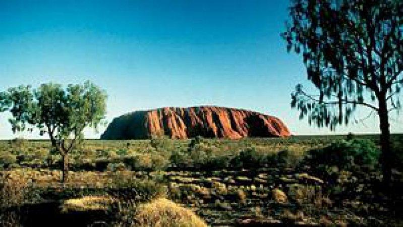 Australiens Naturwunder: der 348 Meter hohe Ayers Rock