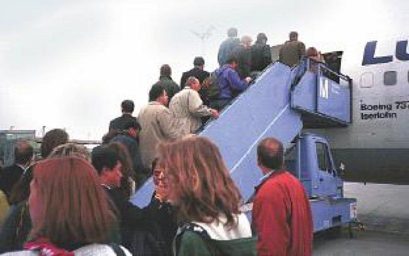 """Sicherheit auf Flugreisen kann weniger denn je garantiert werden. Bei ärztlichen Hilfeleistungen gibt es einen """"rechtsfreien Raum"""". Foto: BilderBox"""