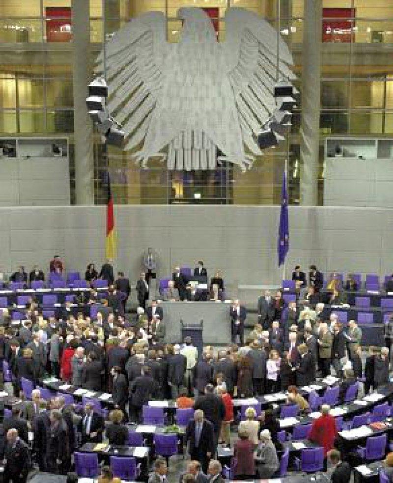 618 Bundestagsabgeordnete stimmten namentlich und ohne Fraktionszwang ab. Fotos: dpa