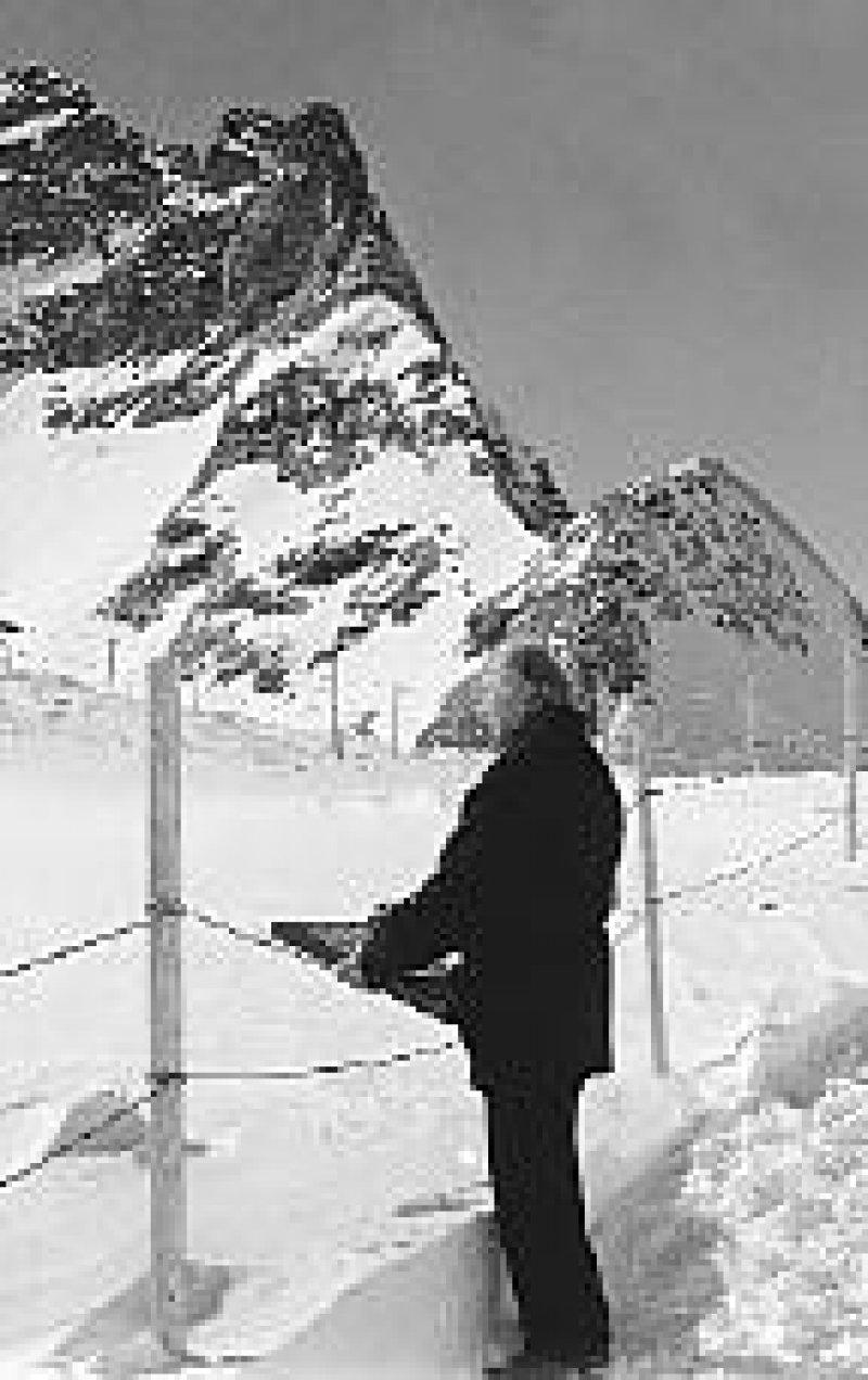 Rudolf Heltzel malte 1998 (mit 91 Jahren) am Jungfraujoch im Berner Oberland in 3 500 Metern Höhe den Aletsch-Gletscher. Foto: Bernd Juds