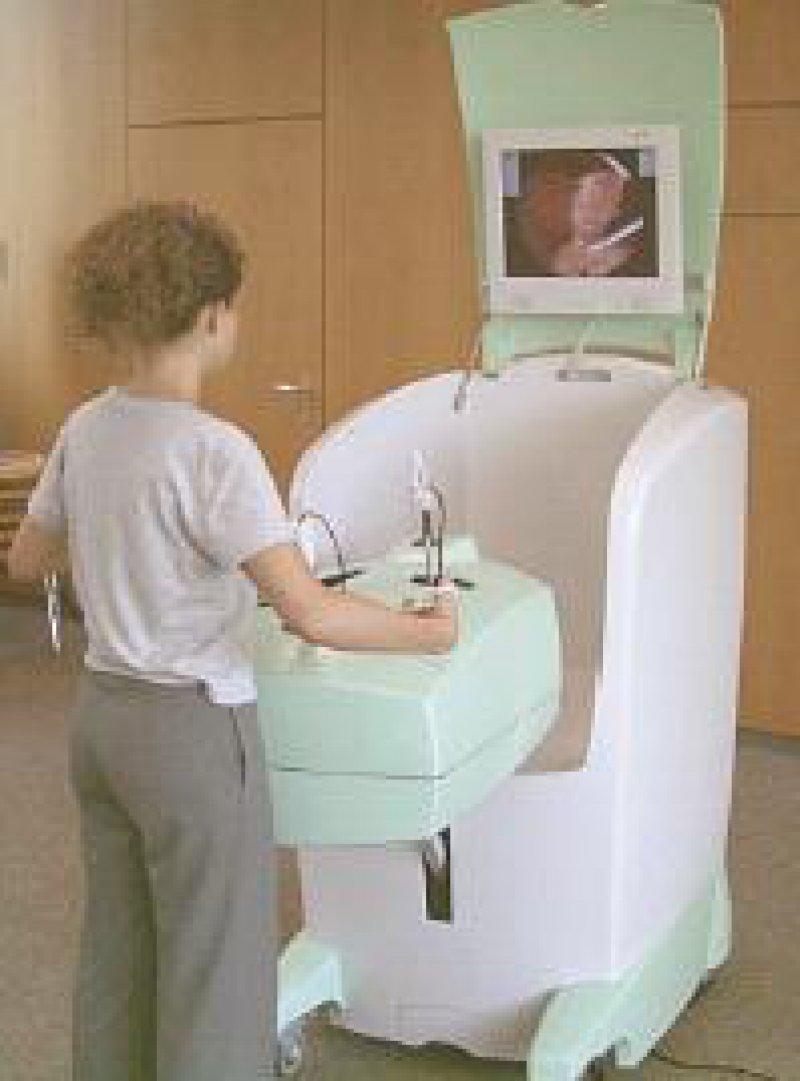"""Mit dem Simualtor """"LapSimOne"""" können angehende Chirurgen realitätsnah Operationen trainieren."""