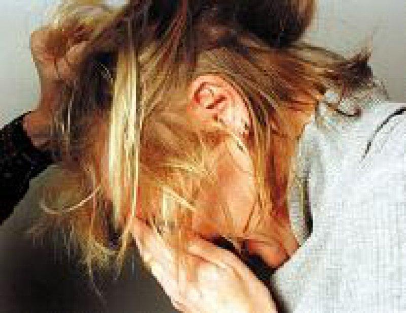 Rund vier Millionen Frauen werden jährlich Opfer häuslicher Gewalt. Foto: dpa