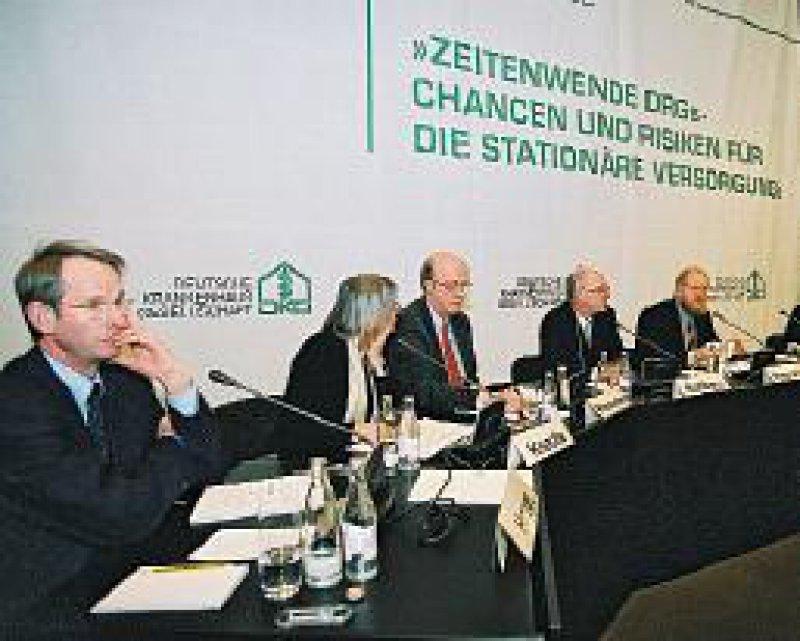 Politik und Verbände schieben sich schon vor Einführung der DRGs den Schwarzen Peter zu. Foto: DKG