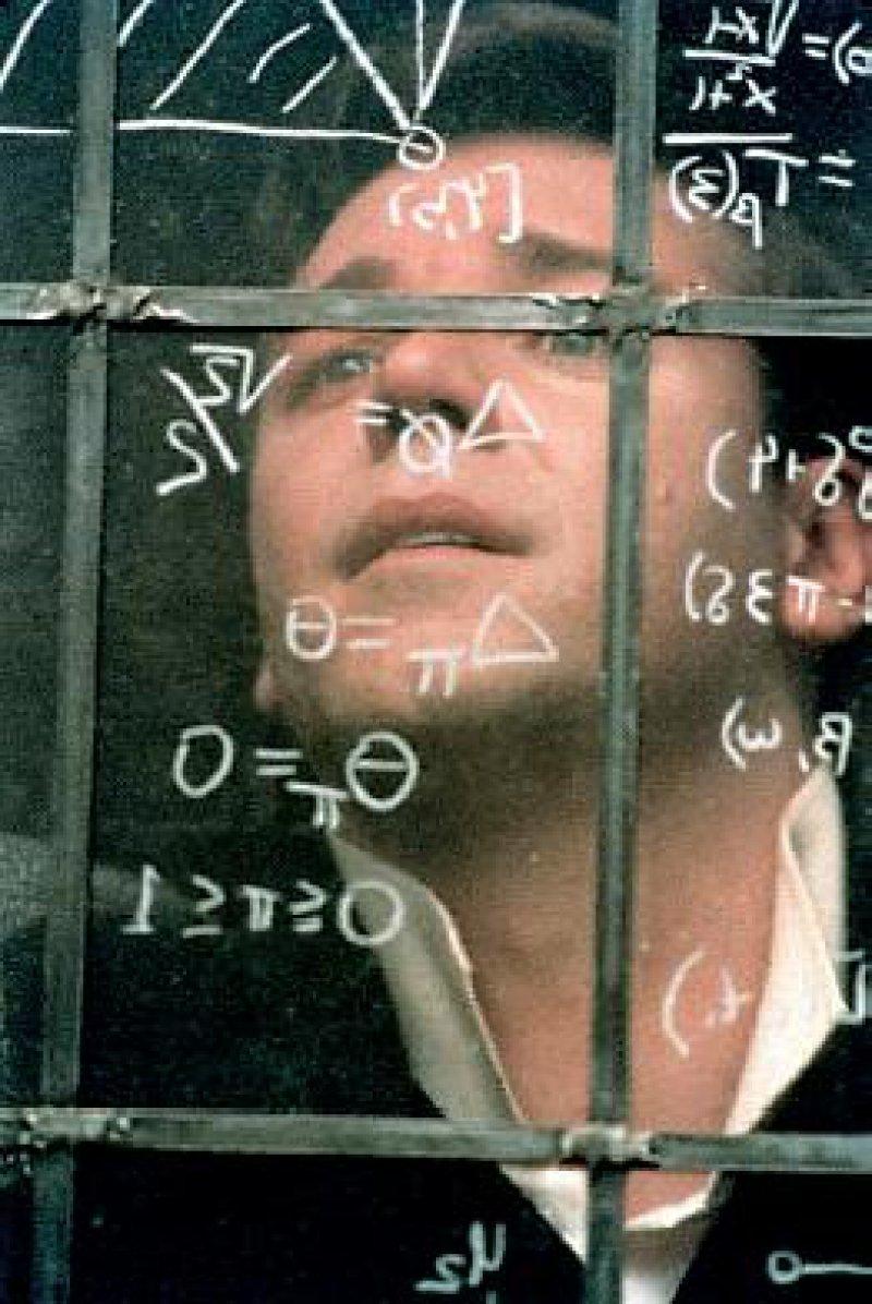 Russell Crowe verkörpert den schizophrenen Mathematiker John Nash überzeugend.