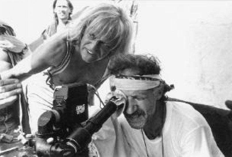 """Dreharbeiten zu """"Cobra Verde"""", 1987; oben: Dreharbeiten zu """"Fitzcarraldo"""", 1982 Fotos: Filmmuseum Berlin"""