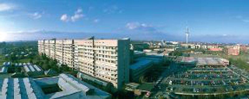 Medizinische Hochschule Hannover: Stimmt das Land zu, geht die MMH 2003 in die Trägerschaft einer Stiftung über. Foto: MHH