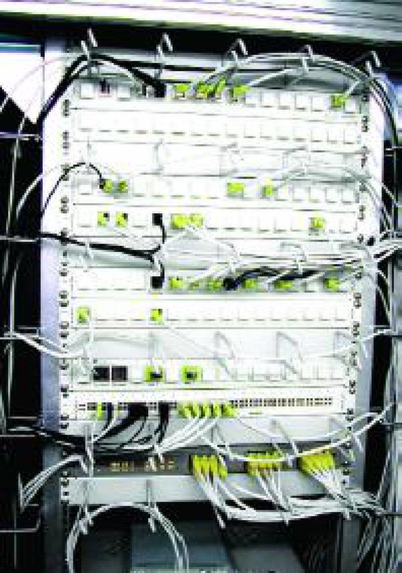 Netzwerkknoten, unter anderem mit Eingängen für EDV, ADSL, ISDN, Dect-Station, Sprechanlage