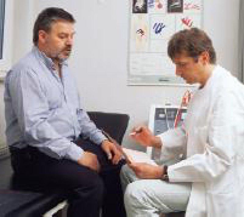 BfArM: Der Mehraufwand des Arztes sollte in Anlehnung an die GOÄ honoriert werden. Foto: Peter Wirtz