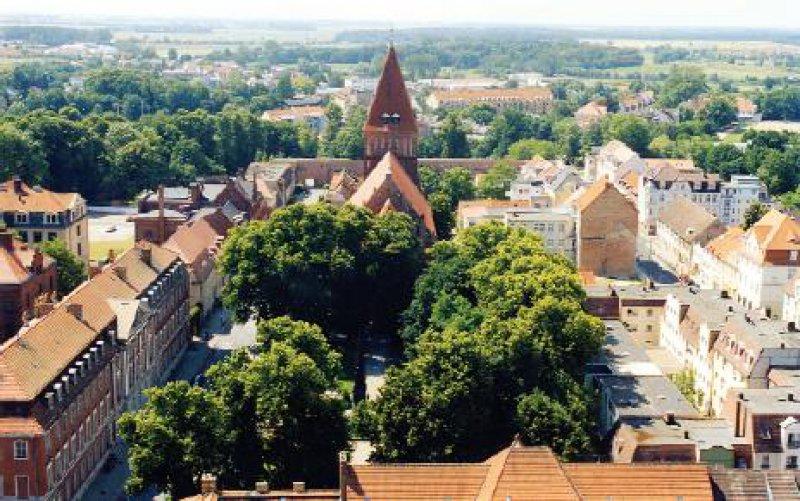Greifswald: Blick vom Turm des Doms St. Nikolai auf St. Jacobi und Universitätsgebäude Fotos: Maja Rehbein