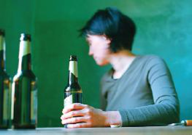 Etwa 2,5 Millionen Menschen haben durch ihren Alkoholkonsum bereits ihre Gesundheit geschädigt. Foto: Caro/Hechtenberg