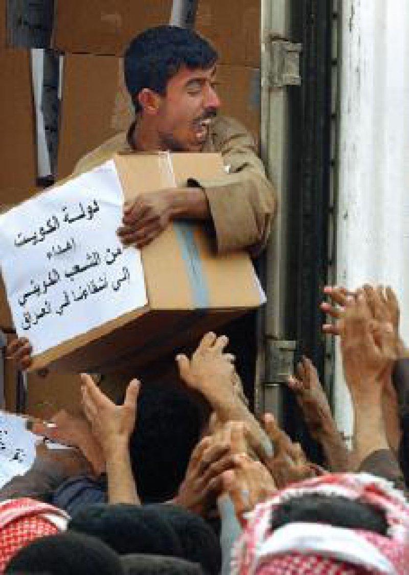 Humanitäre Hilfe für Menschen in Krisensituationen, hier im Irak, ist notwendig – und medienwirksam. Foto: dpa