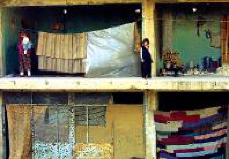 Das zerstörte Gebäude in Kabul dient Flüchtlingen als Unterkunft. Foto: dpa