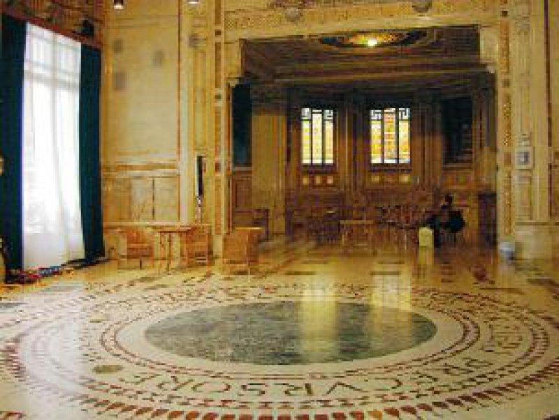 Jugendstil der 20er-Jahre mit orientalischen Einflüssen: das Foyer der Terme Berzieri Fotos: Petra Bühring