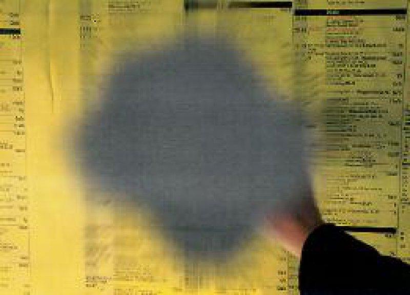 Typisch für den Visusverlust bei Makuladegeneration ist der schwarze Fleck im Gesichtsfeld. Foto: Novartis Pharma