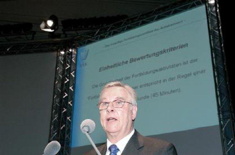 Verwies auf die positiven Erfahrungen in den Modellversuchen zum freiwilligen Fortbildungsnachweis: Heyo Eckel, Vorsitzender des Deutschen Senats für ärztliche Fortbildung