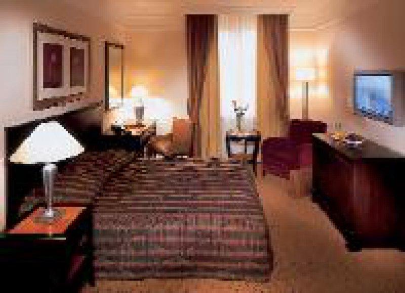 Das Dom Hotel in Köln am Roncalli- Platz, ein Grandhotel der Hotelgruppe Le Méridien, wurde für rund acht Millionen Euro total renoviert. Dom Hotel/Le Méridien