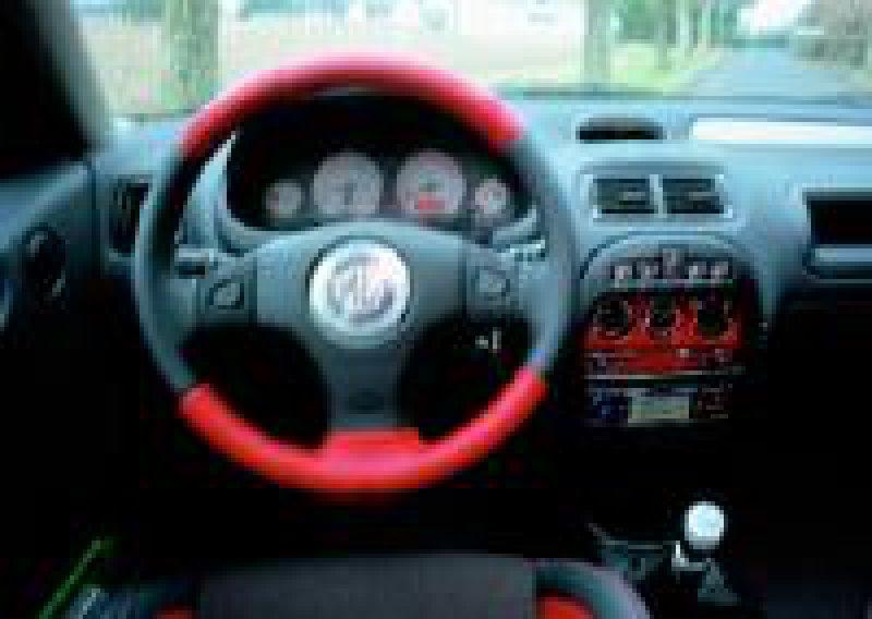 Jüngerer Autofahrer im Visier: Rover setzt mit dem ZR auf Sportlichkeit und modernes Design. Der Verbrauch ist trotz guter Motorleistungen relativ gering.