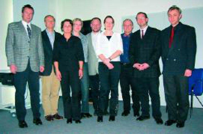 Foto (v. l. n. r:): Dr. Bernd Kardorff, Mönchengladbach, Initiator des VDL-Förderpreises; Dr. Andreas Jesper, Lüdenscheid, Gewinner des 1. Preises; Dr. Heike Pabsch, Akademisches Lehrkrankenhaus St. Barbara-Hospital Duisburg, Gewinnerin des 2. Preises; Dr. Inga Hönig d'Orville, Wuppertal, 3. Preis; Adam Wolny, Ausrichter und VDL-Tagungsleiter; Dr. Manuela Wahlen, Aachen, 3. Preis; Dr. Klaus Gerecht, Kempen, 1. Vorsitzender der VDL e.V.; Dr. Tim Blazejak, Willich, 2. Vorsitzender der VDL e.V.; Dr. Peter Dorittke, Mönchengladbach, Schatzmeister der VDL e.V. Foto:VDL