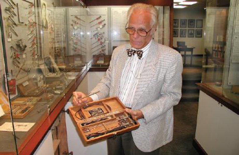 Dr. Rainer M. Engel leitet seit fast zehn Jahren das Museum der Amerikanischen Urologischen Gesellschaft.