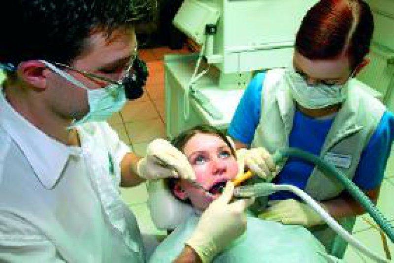 Die Kassenzahnärzte befürworten ein Festzuschuss-Konzept für zahnmedizinische Leistungen. Foto: dpa