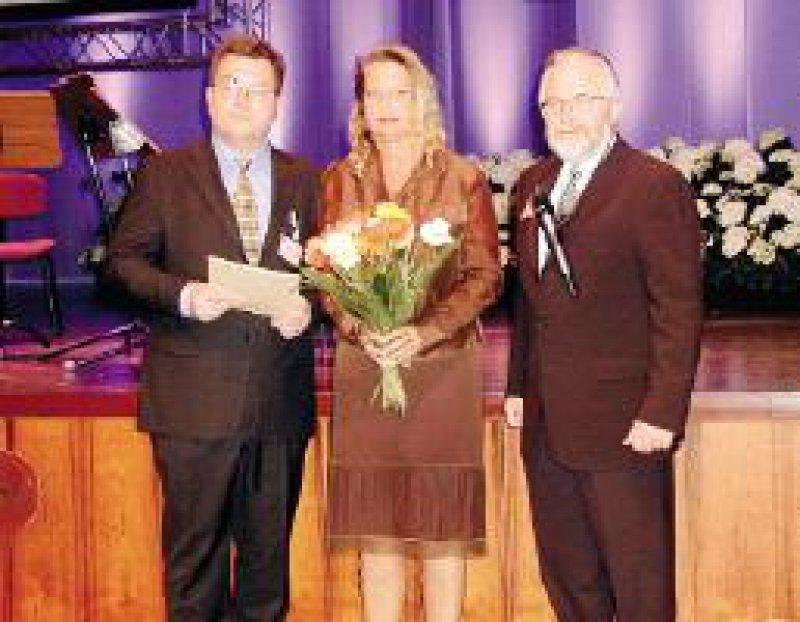 Von links: Preisträger Dr. med. Frank Ulrich Müller, Dorothee Weidlich, Produktmanagerin Pharma, Prof. Dr. M. W. Gottwik, Präsident der Deutschen Gesellschaft für Kardiologie Foto: privat