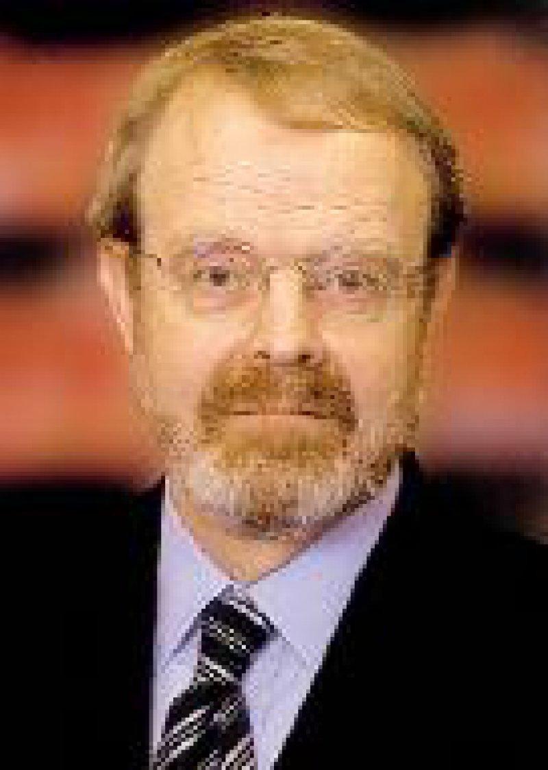"""Gesundheitsökonom Prof. Dr. Peter O. Oberender auf dem Forum """"Krankenhaus aktuell"""" in Karlsruhe: """"Fallkomplexpauschalen müssen zum Verkaufsmodell der Leistungserbringer werden."""" Foto: Archiv"""